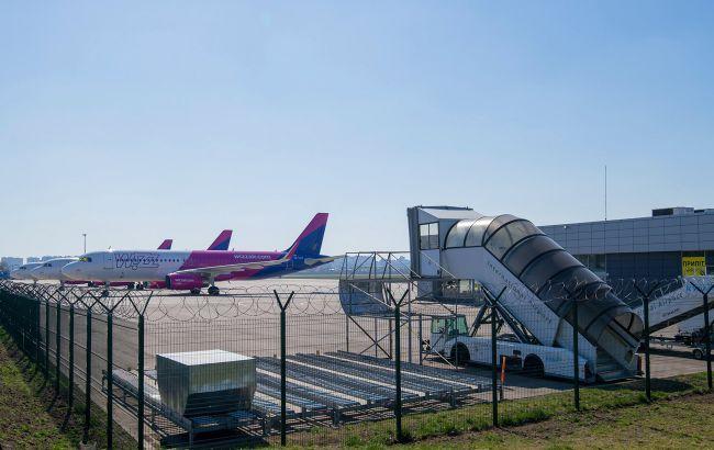 Фото: літаки з України в Австрію поки не будуть літати (facebook.com/airportkiev)